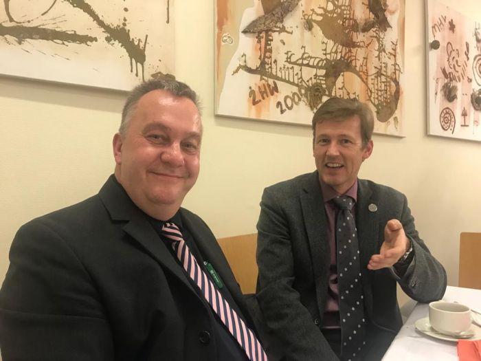 Sven Röhl von JBL und DI Andreas Schramm, Präsident